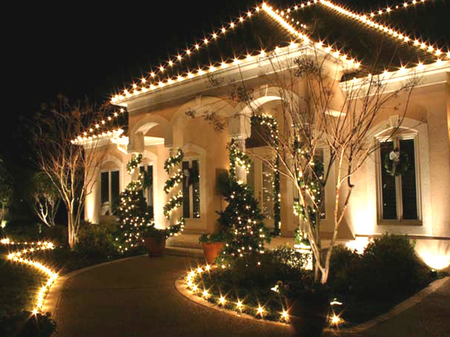 Christmas decorated houses -  The Differences Between Pure White Led Warm White Led Christmas 1500 X 1125